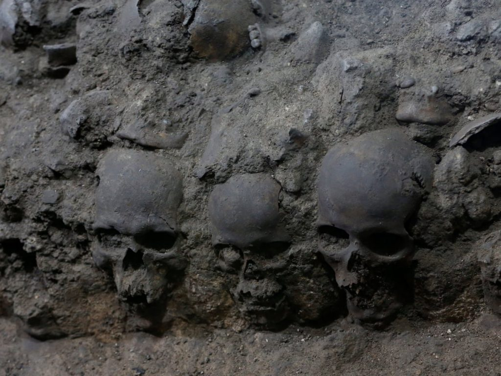 Meksikalı Arkeologlar Kafatası Kulesinin Yeni Bölümlerini Ortaya Çıkardı    Arkeonews