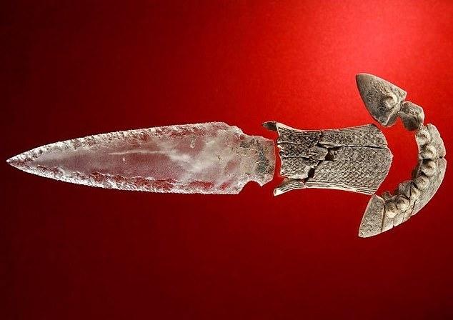 5000 yıllık fildişi saplı hançer
