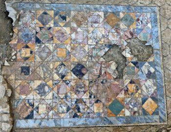 Nimes şehrinde bulunan Roma dom'ları