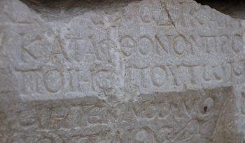 Üzerinde lanet yazılan medusa kabartmalı lahit-Amasya Müzesi