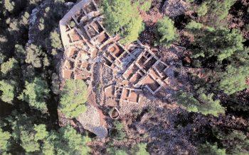 Pedasa Antik Kenti define avcıları tarafından yağmalanıyor.