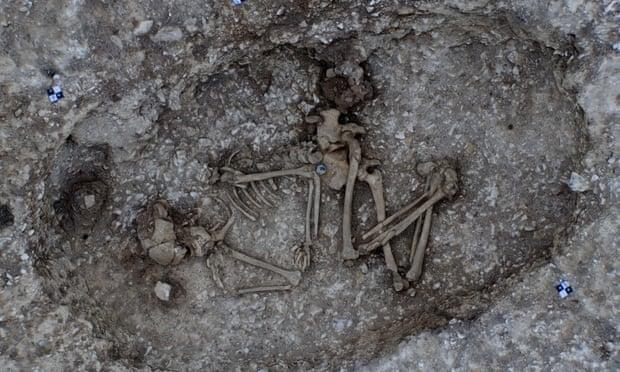 Stonehenge Tünel alanında bronz çağı mezar