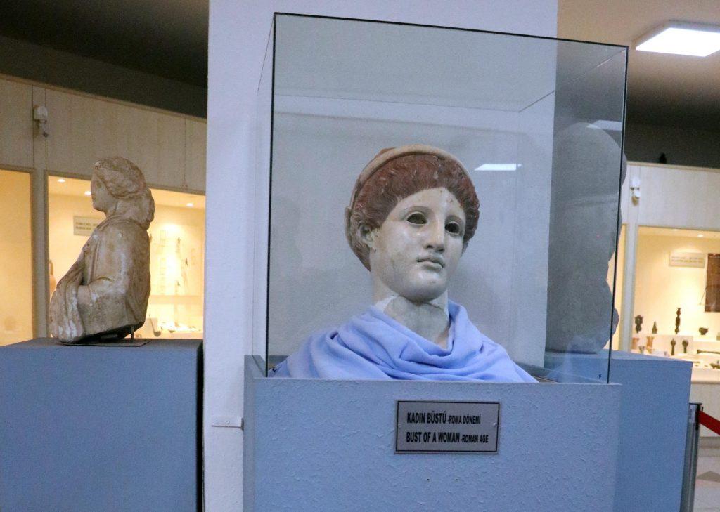 Bolu Müzesinde sergilenmekte olan Roma dönemi Artemis Büstü