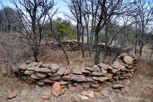 Driefontein olarak bilinen bir tepede taş duvarlı bir yapı