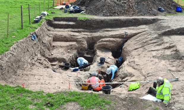 Kuzey Yorkshire'daki Loftus yakınlarındaki arkeolojik alanda kazılar