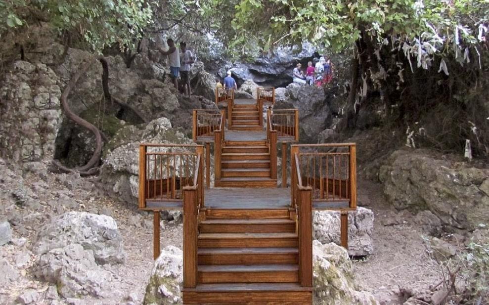 Zeus Mağarası ahşap köprü ile geziliyor
