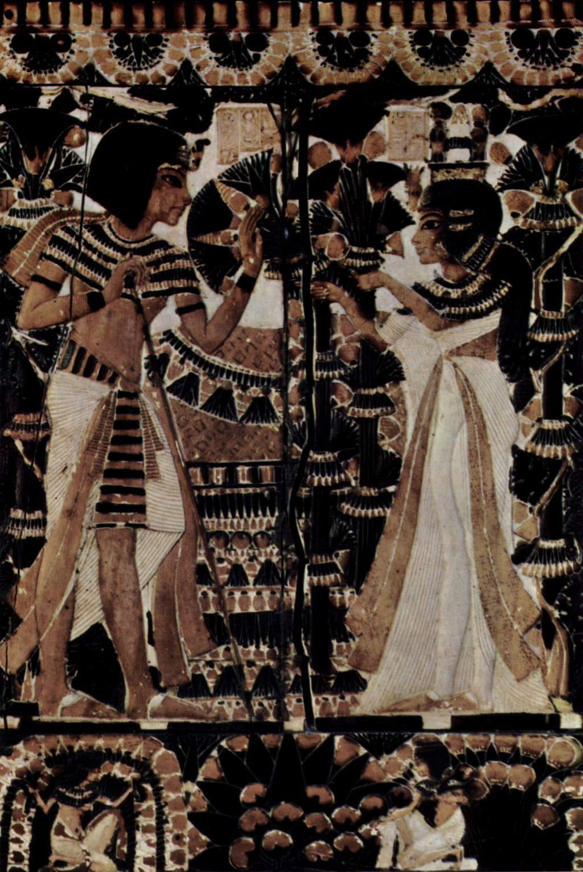 Ankhesenamun eşi Kral Tut' a çiçek uzatırken
