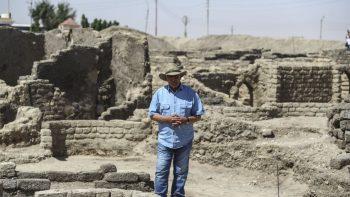 Mısırlı Arkeolog Dr. Zahi Hawass 3000 yıllık kayıp şehir hakkında bilgi verdi. Foto : MOHAMED ELSHAHED AP