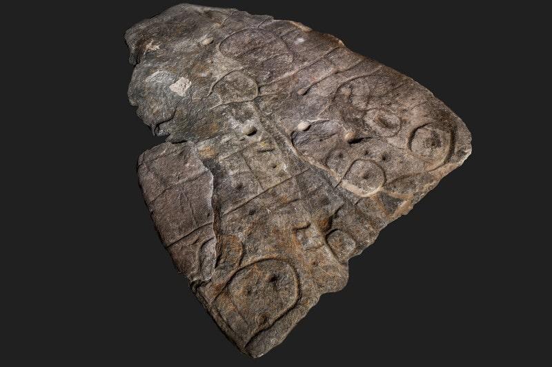 Saint-Bélec taş levha-bronz çağından kalma Avrupa'nın bilinen en eski haritası