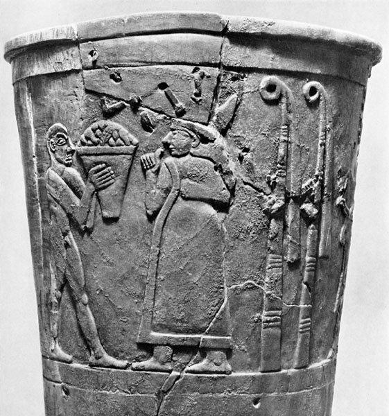 M. Ö. IV. binyıl bir Uruk vazosunda nar motifi görülmektedir.