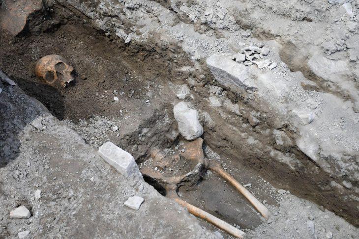 Anaia Höyüğünde bulunan mezarlar