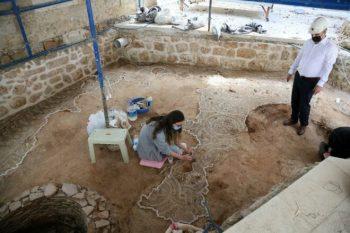 Tekeli Mehmet Paşa Cami avlusunda Roma mozaiği