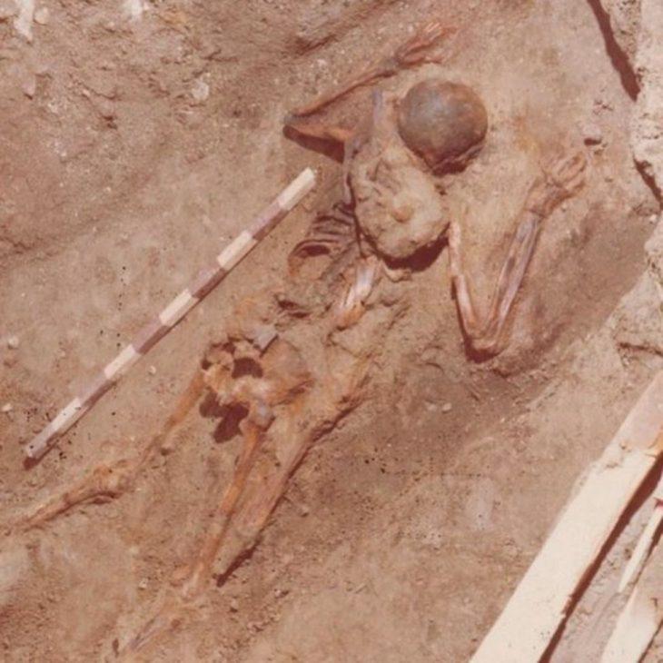 Vezüv Patlamasında kurtarıcı subayın iskeleti
