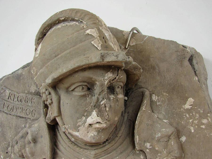 Ragnar Lothbrok'un bir heykeli.