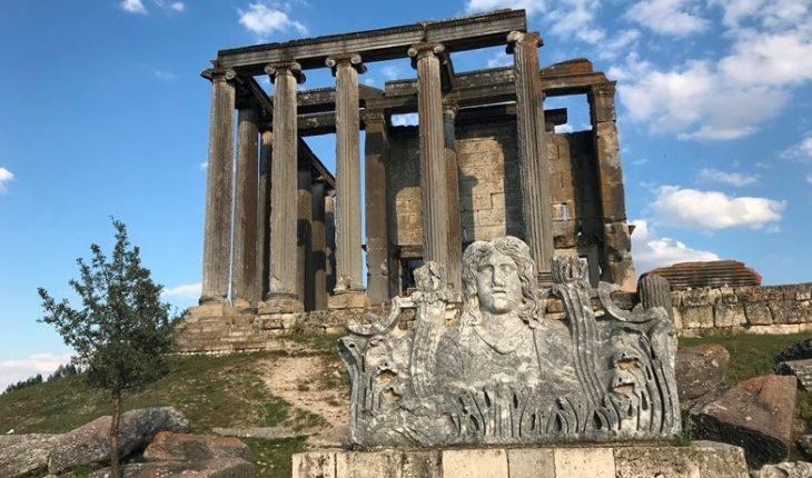 Aizanoi Antik Kenti'nde Zeus Tapınağı'nın girişi bulundu