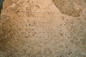 Antik Roma Kenti sınırlarını gösteren sınır taşı
