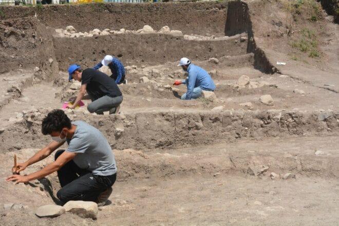 Bilecik'te sürdürülen kazılarda 11.000 yıllık müzik aleti bulundu