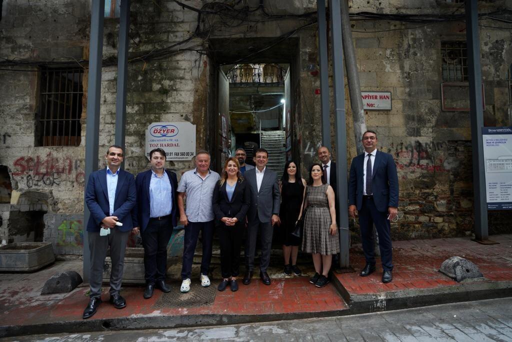 Ekrem İmamoğlu Karaköy Sen Piyer Hanın bakımı için talimat verdi