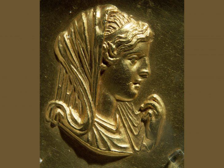 III. Alexander'in annesi Olympias
