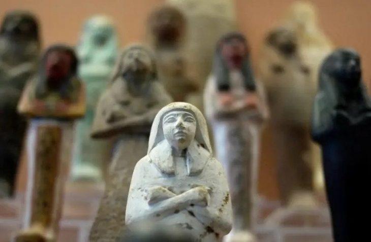 Tanis bronz heykelcikleri