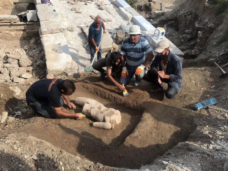 Aizanoi Antik Kenti kazısında 'Hygieia heykeli' bulundu