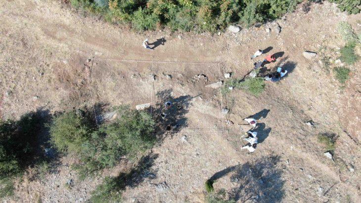 Bursa Nilüfer ilçesinde bulunan 2 bin 200 yıllık antik tiyatro kazılıyor