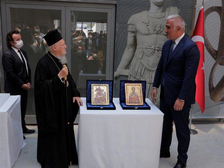 Çalınan ikonalar Fener Rum Patriği Bartholomeos'a teslim edildi.