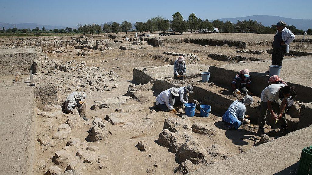 Seramik fırınının bulunduğu alan temizleniyor. Tepecik Höyük Fotoğraf AA