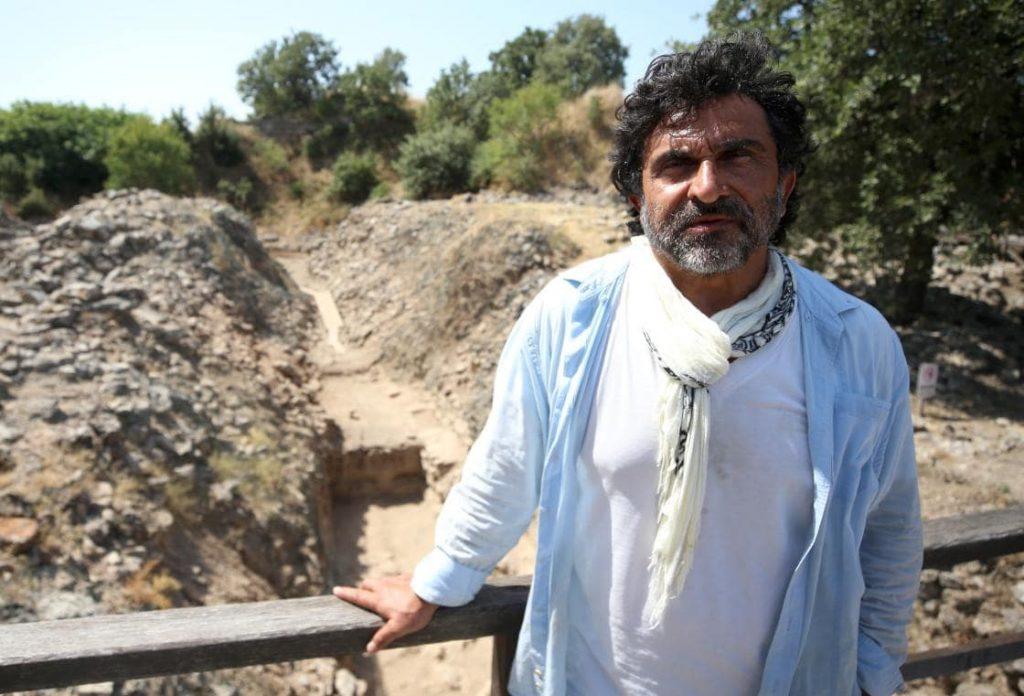 Troya kazıları başkanı Rüstem Aslan
