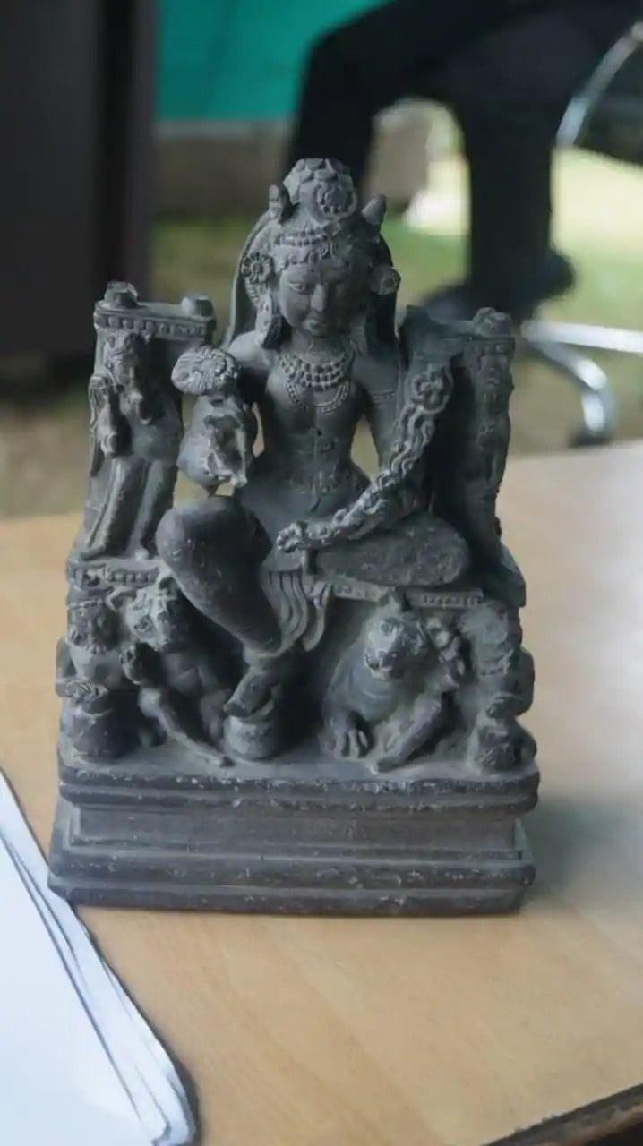 1200-yıllık-Tanrıça-Durga_nın-heykeli