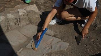 Assos kazılarında ortaya çıkarılan 1300 yıllık bebek ayak izi