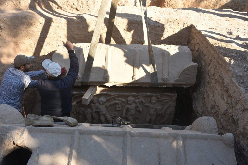 İznik'te bulunan lahitlerin çıkarılış anı
