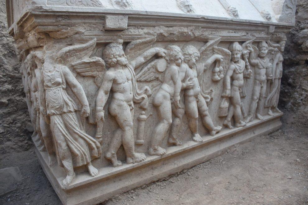 İznik'te içinde mumyalanmış iskelet olan lahit Fotoğraf İHA