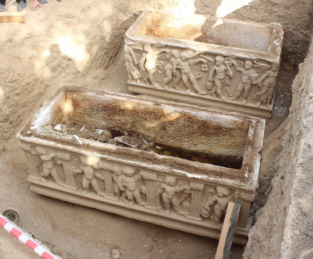 İznik'te mumyalanmış iskeletlerin olduğu lahit bulundu