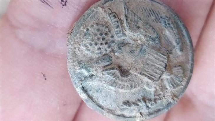 Zerzevan Kalesi'nde bulunan Amerika Rozeti desenini taşıyan mühür Foto: AA